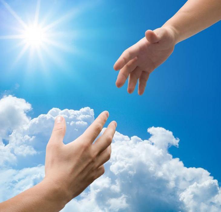 Психологическая помощь: руки нафоне неба иоблака